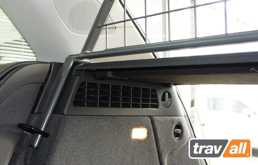 hundegitter f r den audi q3 2011 hundetransportboxen. Black Bedroom Furniture Sets. Home Design Ideas